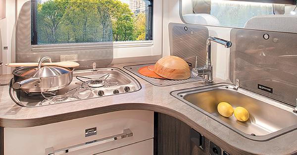 5 accessoires incontournables pour cuisiner en camping-car